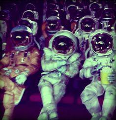 Astronautas llendo al cine