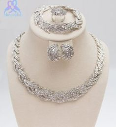 Leaves Shape Silver Plated Clear Crystal Jewelry Set New Fashion Wedding Bridal African Costume Jewelry Sets Crystal Jewelry, Crystal Necklace, Necklace Set, Pendant Jewelry, Diamond Jewelry, Jewelry Necklaces, African Beads Necklace, African Jewelry, Costume Africain