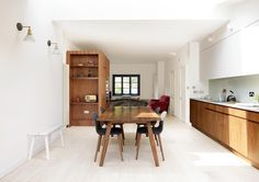 What do you get when you combine a quaint apartment and a portable kitchen on wheels? Genius, that's what! As a shortlisted feature on the popular 'Don't Move, Improve!' – London's Best Home Extensions 2017, this ground floor home extension, designed by Turner Architects Ltd, delivers style, simplicity and versatility in a chic space-saving way. …