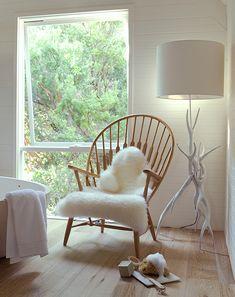 Stehlampe in weißem Holz
