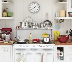 With cookware this polished and sleek, why hide it in a pantry or cupboard - put it where everyone can admire it (and it's well within reach)