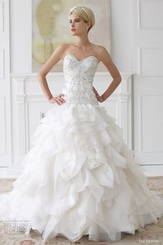 I am here again to bring forth a fabulous collection of Bridal dresses gowns! I am bringing along yet another new and elegant post of Bridal dresses gowns How To Dress For A Wedding, Wedding Dress 2013, Wedding Dress Gallery, Wedding Dress Cake, Amazing Wedding Dress, Sweetheart Wedding Dress, Fall Wedding Dresses, Wedding Attire, Bridal Dresses