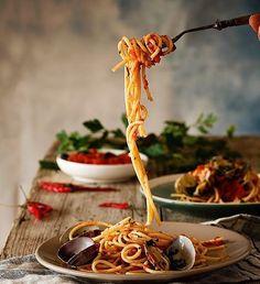 Spaghetti alle vongole di @raquel_carmona by piatti.italiani