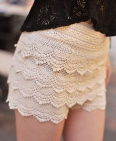 cream lace shorts. LOVE!