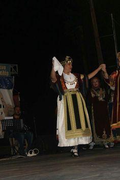 Καραγκούνικη νυφιάτικη απο την περιοχή της Καρδίτσας Lace Skirt, Greece, Skirts, Fashion, Moda, La Mode, Skirt, Fasion, Fashion Models