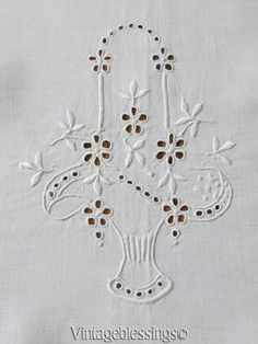 """Gorgeous White Linen Broderie Anglaise Bridal Basket Tablecloth 52x50"""" Vintage"""