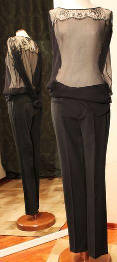 Blusa in pizzo e chiffon di seta. Pantalone smoking di sartoria. Per info: petitnoir-vintage.it