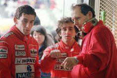 SUZUKA, JAPAN: Marlboro McLaren Honda teammates Brazilian Ayrton Senna (L) and French Alain Prost (C) confer with a team staff member during their second qualifying practice 29 October David Coulthard, Alain Prost, James Hunt, Dirt Track Racing, F1 Racing, Drag Racing, Abu Dhabi, Formula 1, Monaco