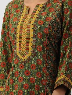 Chudidhar Neck Designs, Salwar Neck Designs, Kurta Neck Design, Neck Designs For Suits, Sleeves Designs For Dresses, Neckline Designs, Kurta Designs Women, Dress Neck Designs, Printed Kurti Designs