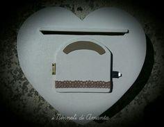 Cassettina posta a cuore realizzata interamente a mano. #ininnolidiamanta #operechesiraccontano