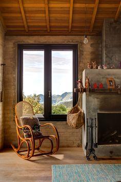 Casa de campo rústica de cimento queimado e tijolos aparentes