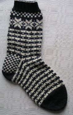 You're going to love Norwegian Fana Socks by designer Beth Brown-Reinsel. Knitting Wool, Knitting Socks, Hand Knitting, Knit Socks, Knitting Videos, Knitting Projects, Mitten Gloves, Mittens, Norwegian Knitting
