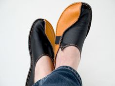 video tutorial and blog for handmade shoes.