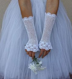 Elegant fingerless gloves gently crochet in light weight and soft cotton / viscose yarn. Feminine and delicate, these gloves give the feeling of Lace Gloves, Crochet Gloves, Knit Mittens, Fingerless Gloves, Cute Crochet, Crochet Crafts, Crochet Lace, White Bridal, Bridal Lace