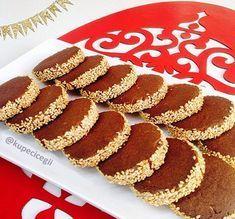 Görüntüsü ile tadıyla bu nefis kurabiyeden yapıp, çay yanında misafirlerinize ikramda bulunabilirsiniz.
