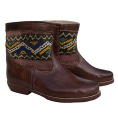 These leather ankle boots are made from Moroccan leather and Berber kilim. The kilim is mocha colour with a distinctive zig-zag tribal pattern in black, white, blue and yellow. They have a soft leather lining and a leather sole, as well as good grip to ensure your comfort.  As these boots are hand-made, each pair is unique and you will never find another pair exactly the same. So, if you like these ones buy them today!  > only one unit available  > unique design  > quality leather and kilim…