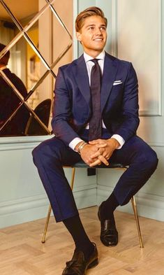I understand & wish to continue Mens Tailored Suits, Mens Suits, Costume Noir, Blue Suit Men, Casual Outfits, Men Casual, Sheer Socks, Designer Suits For Men, Business Outfit