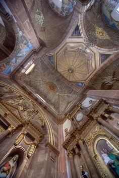 Go inside the churches - and be sure to take your camera! There are some amazing churches in San Miguel de Allende. Beautiful World, Beautiful Places, Places Of Interest, The Good Place, Catholic, City Photo, Places To Visit, Castle, Architecture