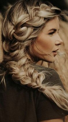 The Ultimate Hairstyle Handbook Everyday Hairstyles for the Everyday Girl Braids, Buns, and Twists! Step-by-Step Tutorials.