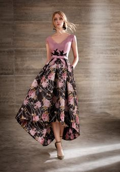 Long midi dress longer to the back made in SILK pique and printed skirt of pleated volume. It is cut at the waist adorned with a loop and contrasting guipure applications. The front body has a v-neckline with a small sleeve and the rounded back. Floral Occasion Dresses, Floral Prom Dresses, Elegant Dresses, Beautiful Dresses, Summer Dresses, Formal Dresses, Party Dresses, Long Midi Dress, The Dress