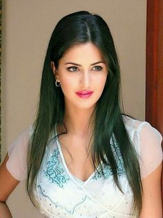 Angel 👼 of India 🇮🇳 is luv 💕by 😘💋💋 Katrina Kaif Hot Pics, Katrina Kaif Images, Katrina Kaif Photo, Beautiful Girl Indian, Most Beautiful Indian Actress, Gorgeous Women, Beautiful Bollywood Actress, Beautiful Actresses, Beauty Full Girl