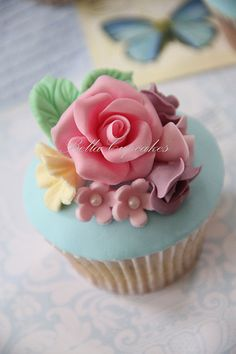 Bella Cupcakes shabby chic wedding cupcakes Oh my gosh so cute! Just maybe purple instead of pink lol Shabby Chic Cupcakes, Elegant Cupcakes, Pretty Cupcakes, Beautiful Cupcakes, Yummy Cupcakes, Mocha Cupcakes, Gourmet Cupcakes, Strawberry Cupcakes, Velvet Cupcakes
