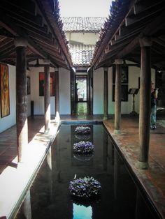Father of all tropical architecture - Geoffrey Bawa- Colombo - Sri Lanka Architecture Design, Tropical Architecture, Chinese Architecture, Architecture Office, Office Buildings, Futuristic Architecture, Patio Interior, Interior And Exterior, Future House