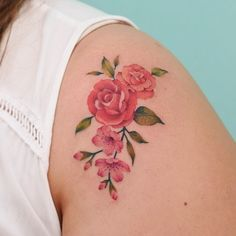 by en ig Colorful Tattoos, Botanical Tattoo, Tattoed Girls, First Tattoo, Color Tattoo, Flower Tattoos, Flower Art, Tattoo Artists, Tattoo Designs
