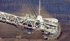 With story: Australia-Environment-Climate A coal dredger tears coal from the face of the Loy Yang Open Cut coal mine in the Latrobe Valley, 150km east of Melbourne on August 13, 2009. The Australian Senate voted down plans for an emissions trading scheme that aimed to reduce carbon pollution by up to 25 percent over the next decade. AFP PHOTO/Paul CROCK (Photo credit should read PAUL CROCK/AFP/Getty Images)