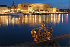 Stockholm's Royal Palace, Sweden..frida! i wanna go on a boat ride!! :D