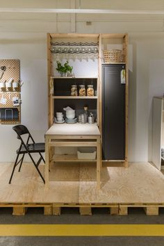 Tiny House Kitchen Ideas - Should you put kitchen cupboards in your tiny house? Below are clever, space saving kitchen cupboards for tiny homes that wont break the bank. Ikea Inspiration, Tiny House Kitchen, Ikea, Home Kitchens, Home, Interior, Ikea And Hay, Ikea Living Room, Home Decor