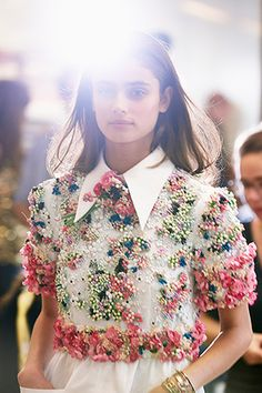 Backstage at Chanel Spring/Summer 2015 RTW during Paris Fashion Week. Fashion Details, Look Fashion, High Fashion, Fashion Show, Fashion Design, Net Fashion, Dress Fashion, Fashion Outfits, Fashion Week