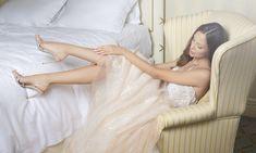 W specjalnej zakładce w sklepie internetowym Moliera2.com przyszłe panny młode, druhny i przyjaciółki znajdą wymarzone kreacje oraz spektakularne dodatki na ślub. Vogue Wedding, Jackie Kennedy, Carrie Bradshaw, Manolo Blahnik, Kate Middleton, Rihanna, Balmain, Mcqueen, Wedding Dresses
