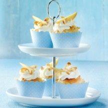perzik cupcakes van weight watchers   2 stuk(s) Perzik       1 stuk(s) Kippenei     50 g Kristalsuiker     1 zakje(s) Vanillesuiker     1 snufje Zout       125 g Yoghurt, mager     15 ml Olie, zonnebloem     120 g Bloem     2 koffielepel(s) Bakpoeder     2 koffielepel(s) Amandelschaafsel       3 eetlepel(s) Kwark, mager     4 koffielepel(s) Honing     110 g Slagroom, light