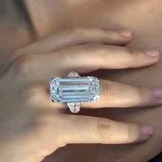 Bulgari elegance!! 32.33 carats D VVS1 potentially Flawless, type IIa.