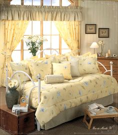 Yellow country daybed