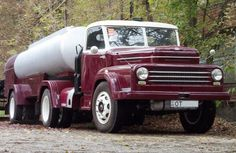 Csepel nyergesvontató Vintage Cars, Antique Cars, Big Rig Trucks, Transport, Car Brands, Classic Trucks, Old Cars, Cars And Motorcycles, Tractor