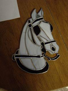 He encontrado este interesante anuncio de Etsy en https://www.etsy.com/es/listing/180551454/stained-glass-driving-pony