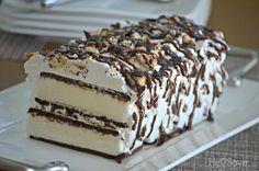 Cream Sandwich Cake Ice Cream Sandwich Cake - cheap and easy dessert!Ice Cream Sandwich Cake - cheap and easy dessert! Ice Cream Treats, Ice Cream Desserts, Frozen Desserts, Ice Cream Recipes, Easy Desserts, Delicious Desserts, Frozen Treats, Easy Ice Cream Recipe, Desert Recipes