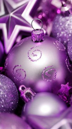 Wallpapers iPhone (new year/christmas)❄🎄🎁 Purple Christmas Decorations, Vintage Christmas Ornaments, Christmas Colors, Winter Christmas, Christmas Bulbs, Christmas Cards, December Wallpaper, Holiday Wallpaper, Holiday Day