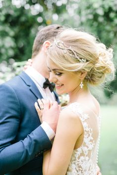 Sweet updo: http://www.stylemepretty.com/destination-weddings/2015/10/15/romantic-marsala-berry-wedding-inspiration/ | Photography: Suzanne Li - http://www.suzanneli.co.uk/