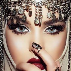 Bronzy coral summer look 🌅🌺🌴 [Werbung wegen Markennennung/Advertisement… Wedding Day Makeup, Bridal Makeup Looks, Arabic Eyes, Arabian Makeup, Face Jewellery, Make Up Braut, Indian Bridal Hairstyles, Indian Bridal Makeup, Simple Eye Makeup