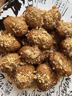 """Νόστιμη εκτέλεση συνταγής μαγειρικής από """"Instasuntages"""" ΥΛΙΚΑ Για το σιρόπι: •500 γρ. νερo •800 γρ. ζάχαρη κρυσταλλική •150 γρ. μέλι •3 στικ κανέλα •3 γαρίφαλα •1 πορτοκάλι, κομμένο στη μέση Μείγμα 1: •400 γρ. χυμό πορτοκαλιού Actifry, Holiday Traditions, Holiday Baking, Food And Drink, Diet, Ethnic Recipes, Greek, Traditional, Instagram"""
