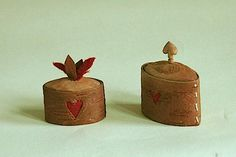AnnsoGrahn Small boxes made out of woodbast Birch Bark, Hem, Small Boxes, Metalworking, Antiquities, Trinket Boxes, Making Out, Wood Crafts, Sewing Crafts
