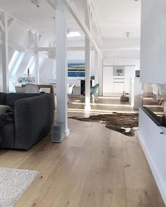 Beautiful, light-flooded apartment with a charismatic oak plank. Lovingly furnished with an eye for detail 👌 Thank you for the mega impression ° ° # Home Instead, Muebles Living, Inspiration Design, Interior Inspiration, Character Inspiration, Cool Curtains, Loft House, European Home Decor, Living Furniture