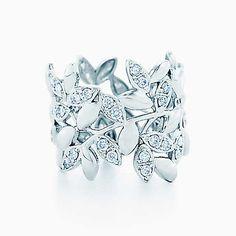 Argolla Paloma Picasso® Olive Leaf en oro blanco de 18k con diamantes.