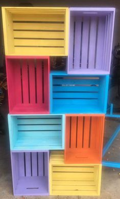 45 Attractively Pretty DIY Storage Shelves That Are Seamless Blends Of Functionality And Beauty - Home Decor Furnituree Wood Crate Diy, Wood Crates, Unique Home Decor, Cheap Home Decor, Diy Home Decor, Crate Furniture, Home Decor Furniture, Diy Storage Shelves, Storage Racks