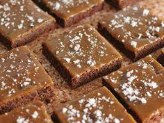 Kanelitytön kakkuparatiisi: Suolakinuski-browniepiirakka