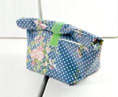 Kulturtäschchen * Lunchbag Wachstuch mit Punkten von Gisa's auf DaWanda.com