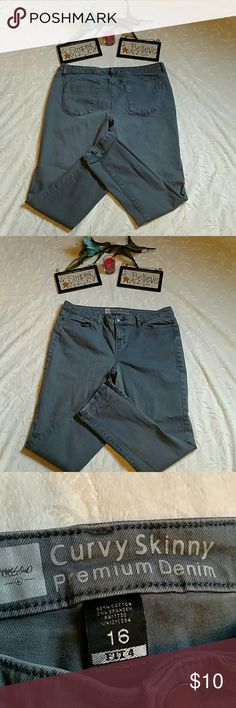 Mossimo curvy skinny pants Mossimo curvy skinny premium denim jeans. Size 16, tag also says fit 4.color is very hard to tell. I'm guessing either grayish or greenish in color, perhaps blue. Nice slacks! mossimo Pants Skinny
